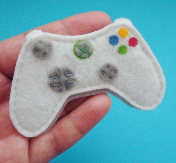 Xbox magnet-- might do this for the guys for Xmas   Felt ...