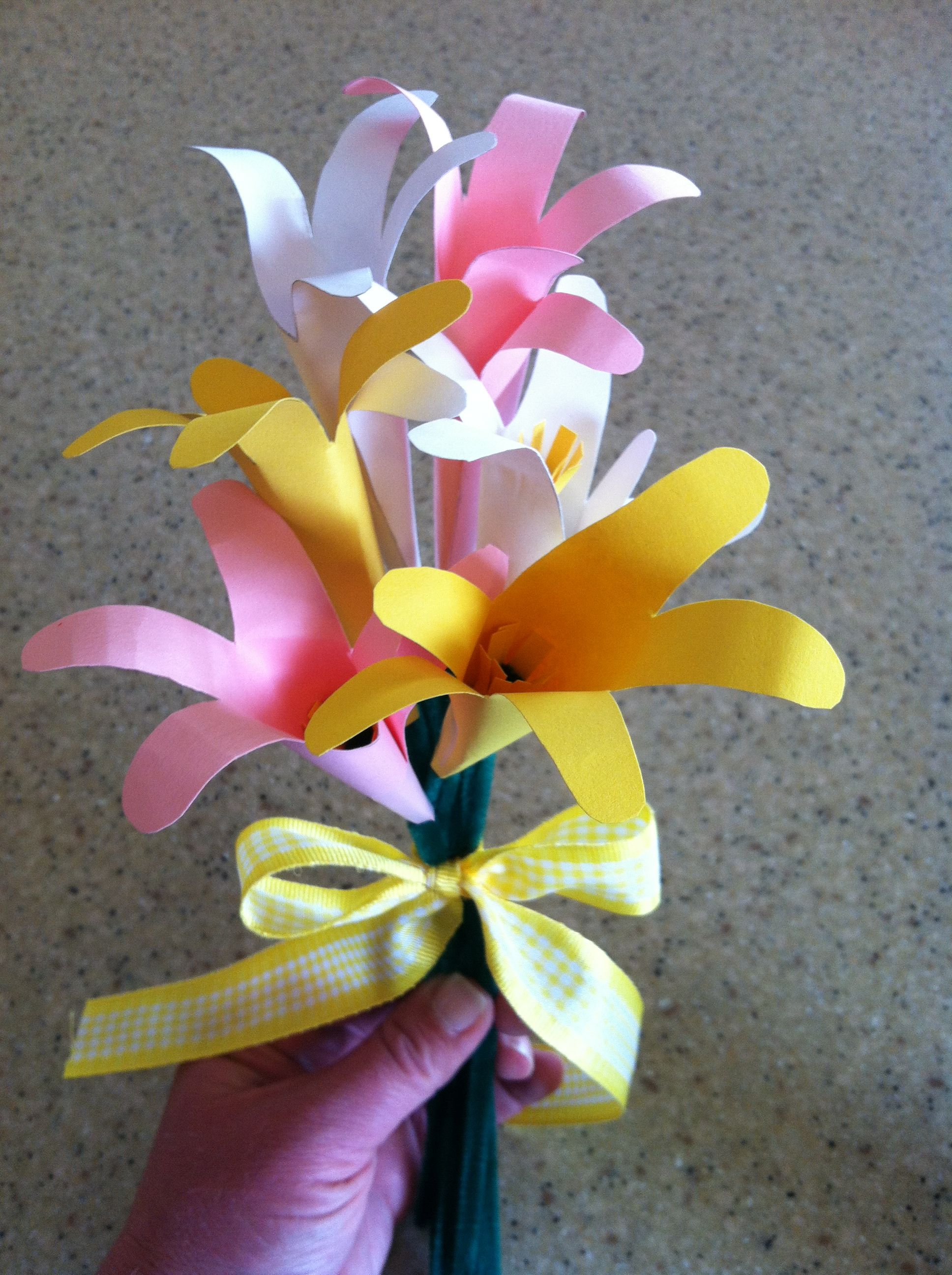 Quick Easy Paper Flowers From Childs Hand Outline Childs Hand On