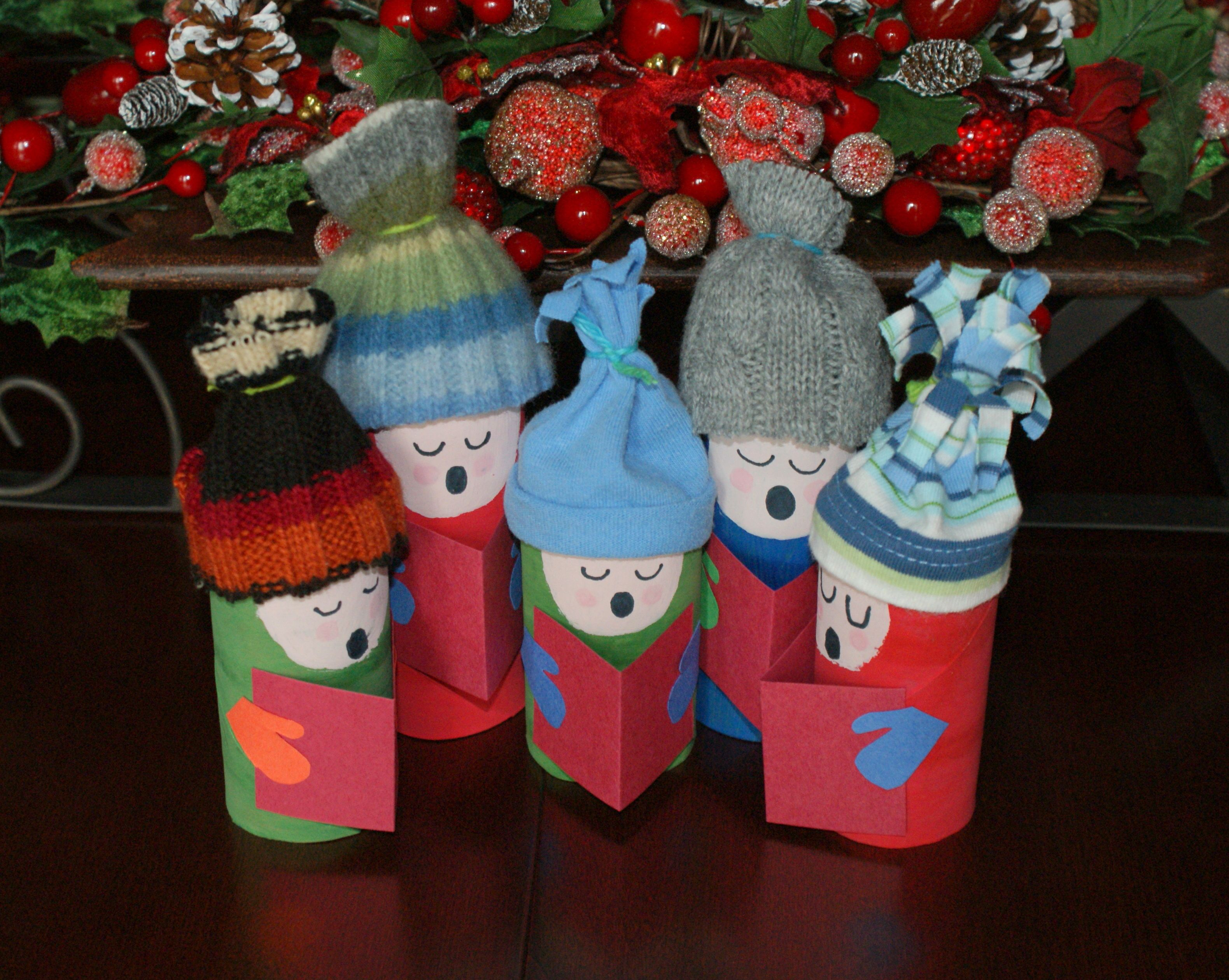 Carolers from toilet paper rolls crafts and art for Toilet paper art ideas