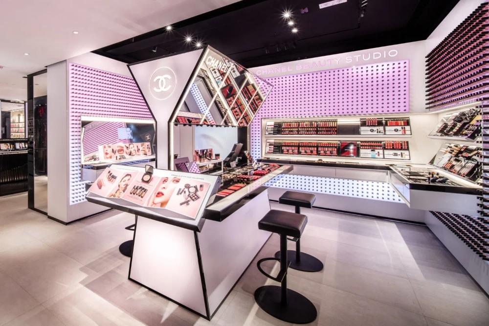 Chanel Opens Beauty Studio At Fashion Walk Hong Kong The Glass Magazine Store Design Interior Store Design Boutique Fashion Walk