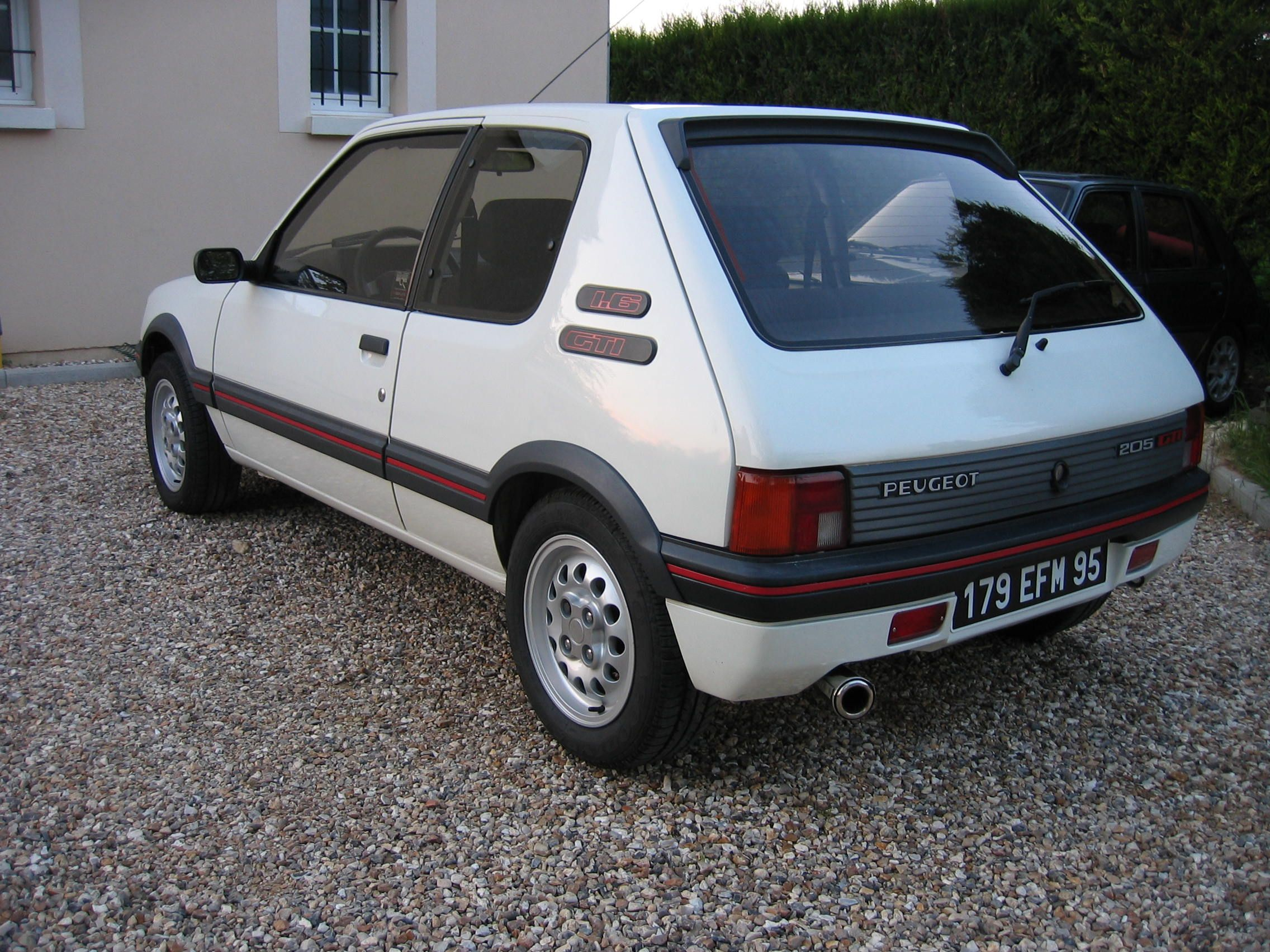 peugeot 205 gti 1 6 1983 blanche classic automobile pinterest peugeot. Black Bedroom Furniture Sets. Home Design Ideas