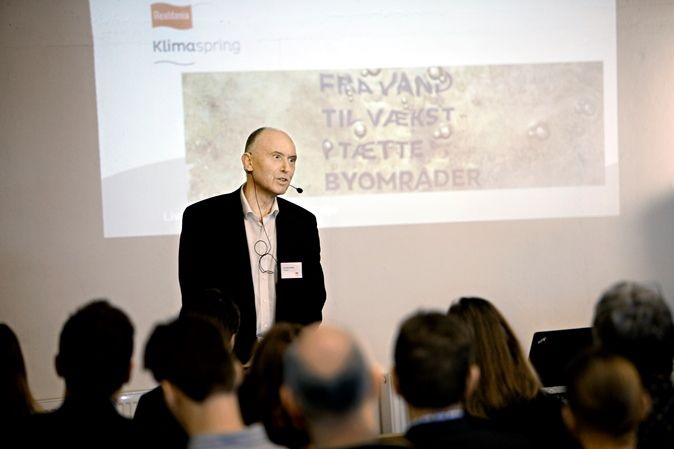 Hans Peter Svendler, direktør fra Realdania, holdt oplæg om Realdania og klimatilpasning
