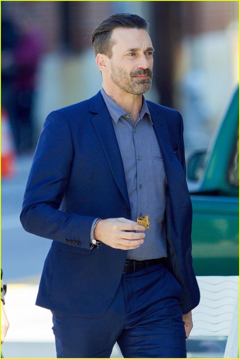 736d21a621cc7 Jon Hamm Sports Neck Tattoo While Filming  Baby Driver  With Jamie Foxx  Masculino