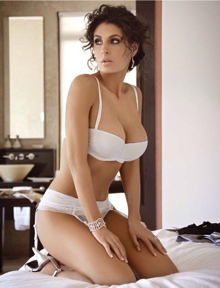 Mayrin Villanueva En Bikini