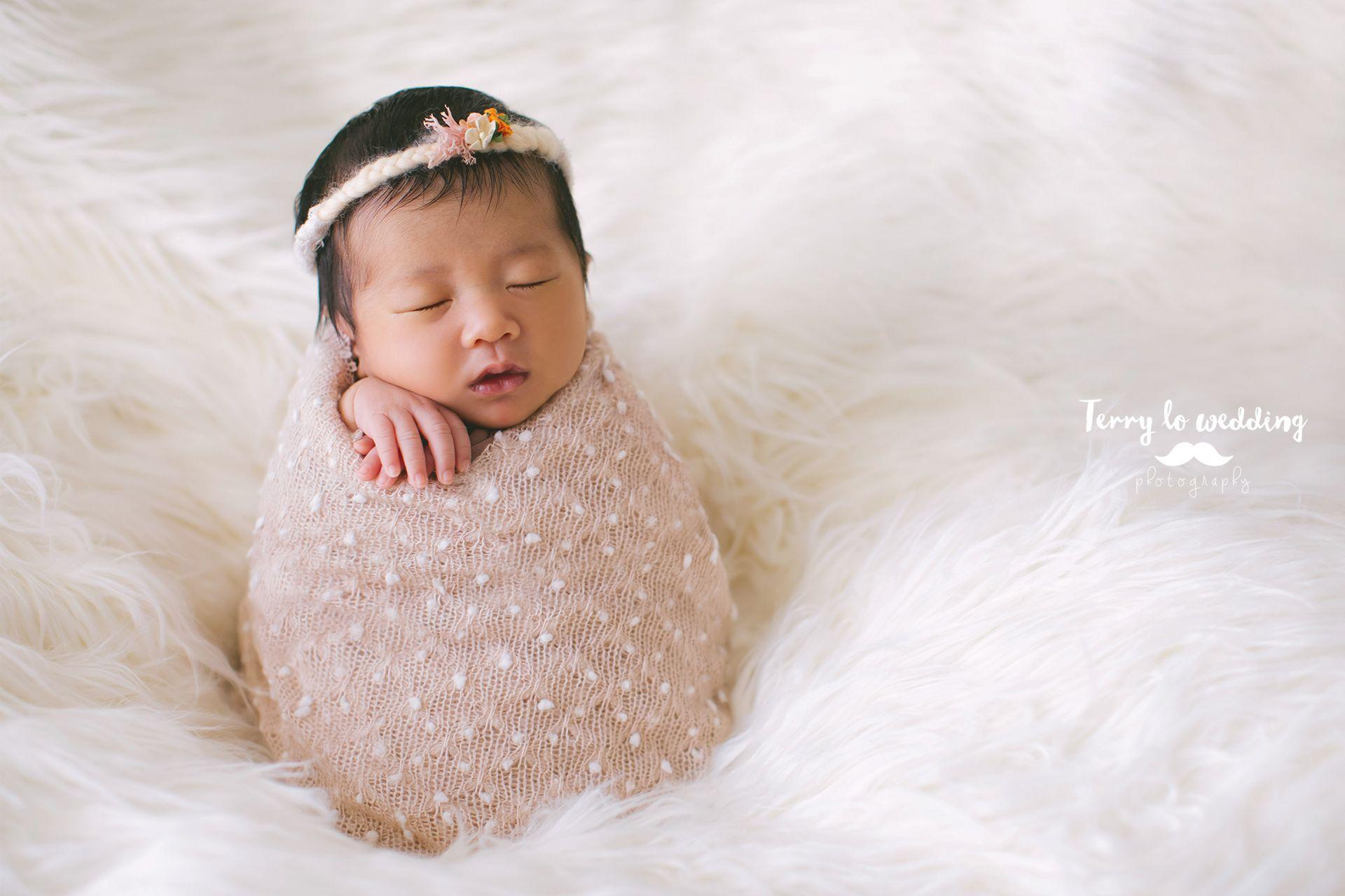 Best newborn photographer in hong kong hk newborn baby photography by terry lo wedding