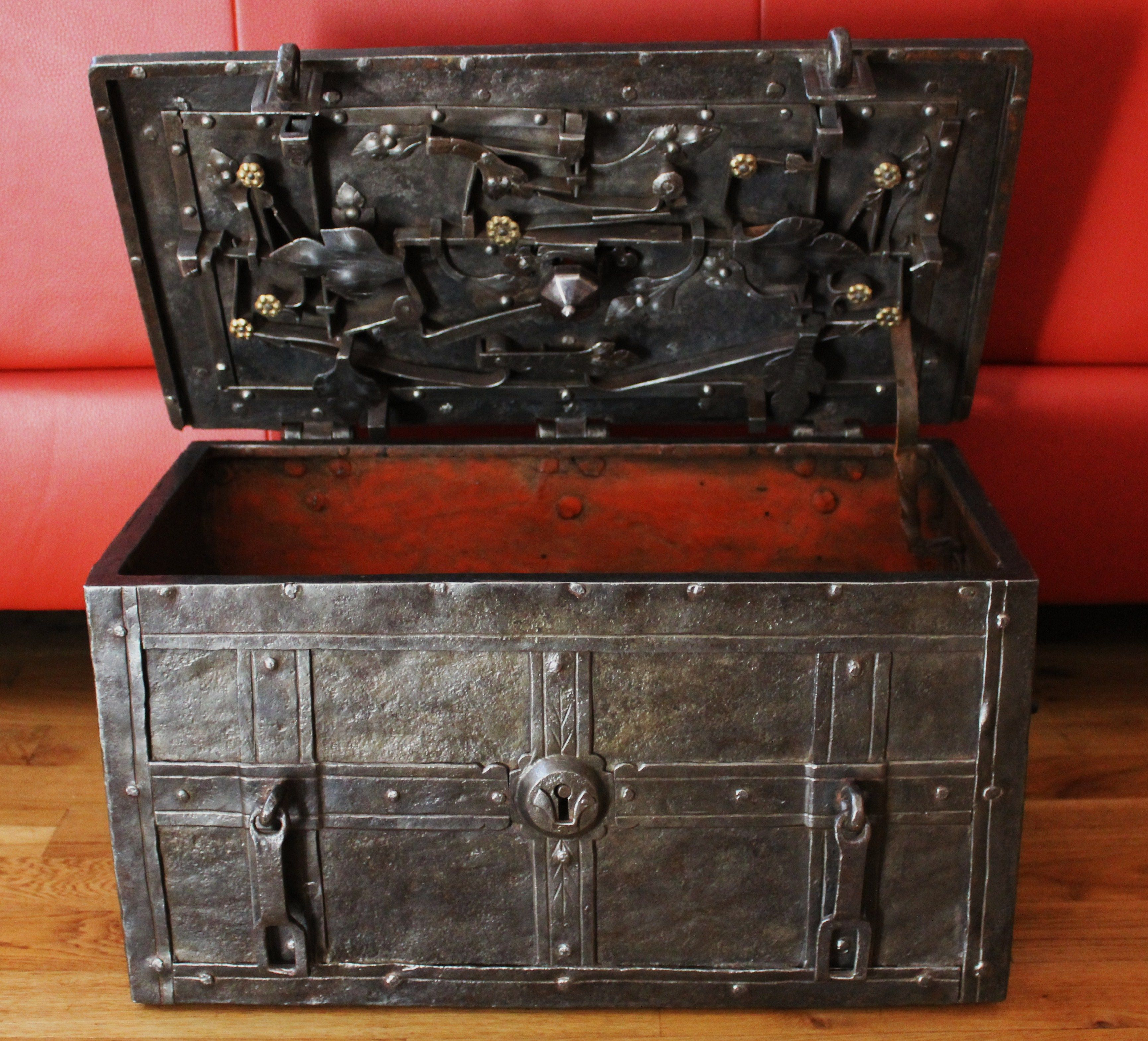antike eisentruhe antique furniture myo in 2019 storage boxes storage chest safe lock. Black Bedroom Furniture Sets. Home Design Ideas