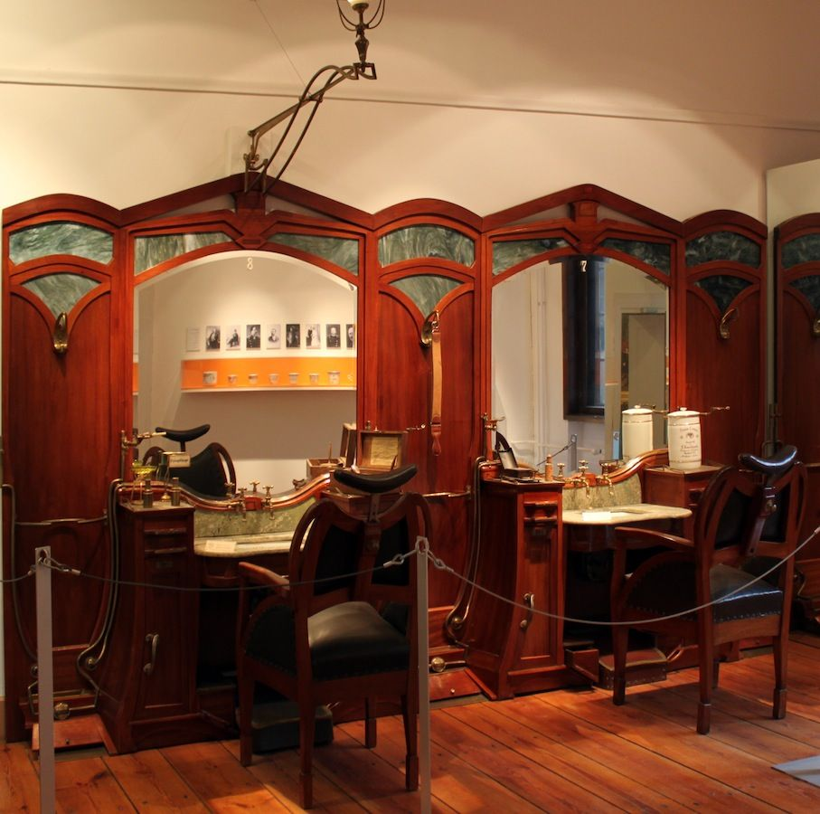 Art Nouveau hairdresser\'s shop by Henry van de Velde (1863-1957 ...