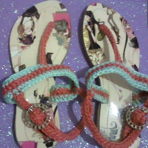 Sandalias tejidas para niña coral con verde menta
