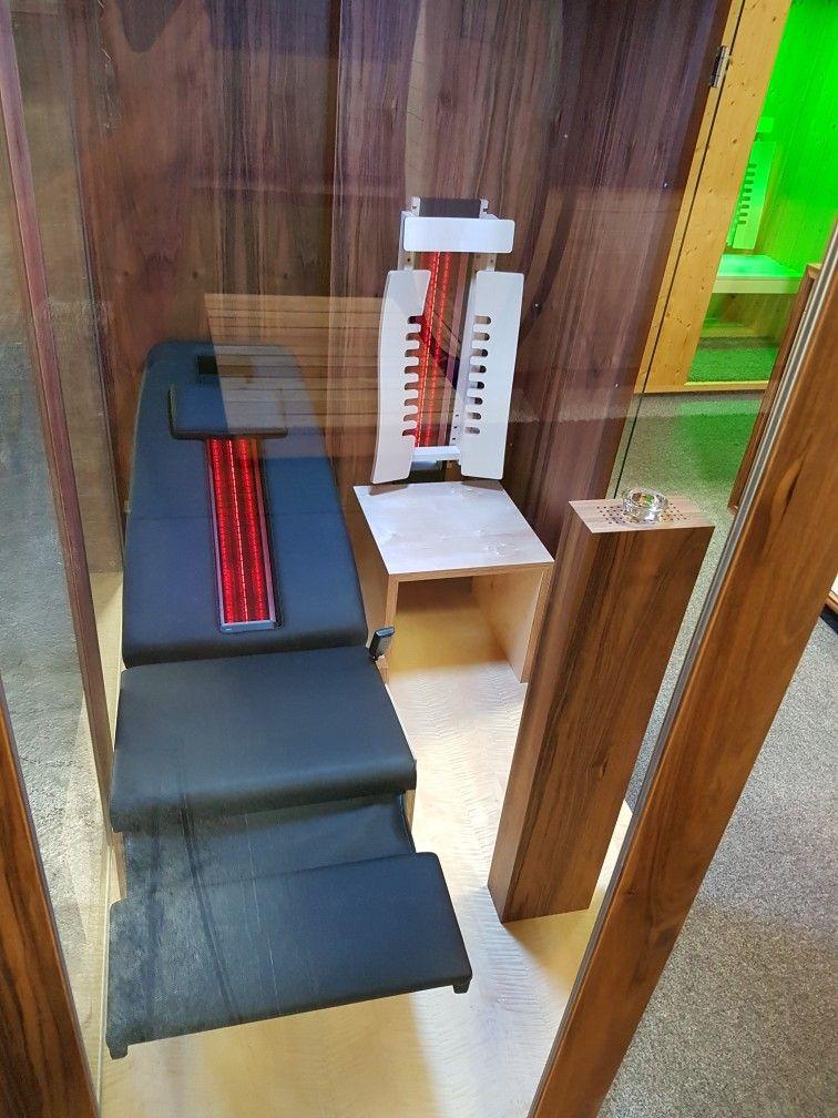 infrarotkabine mit liege exclusive ausf hrung in nuss und ahorn by gurt infrarotkabine sauna. Black Bedroom Furniture Sets. Home Design Ideas