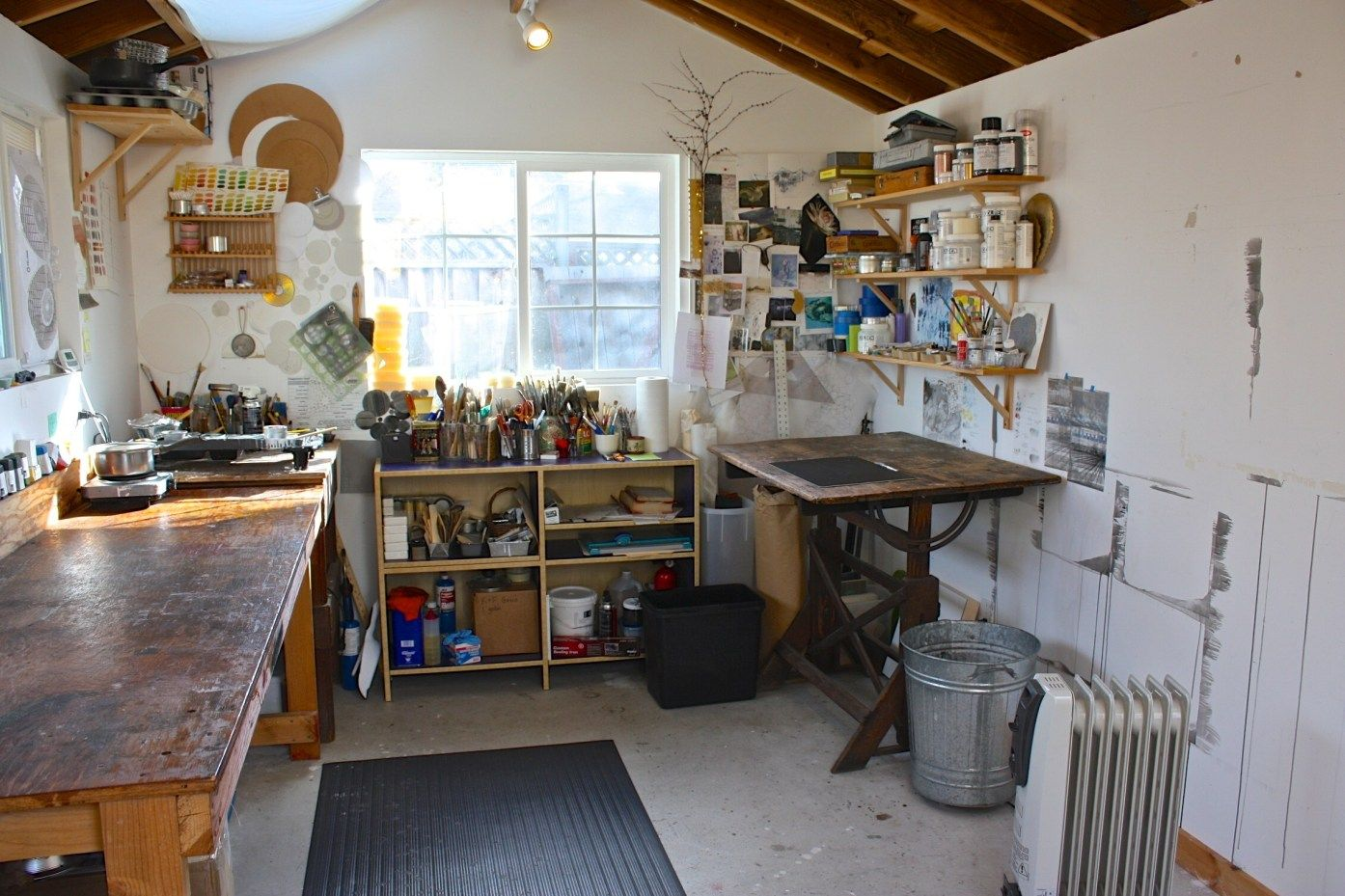 Comment Amenager Son Atelier De Peinture In 2020 Art Studio At