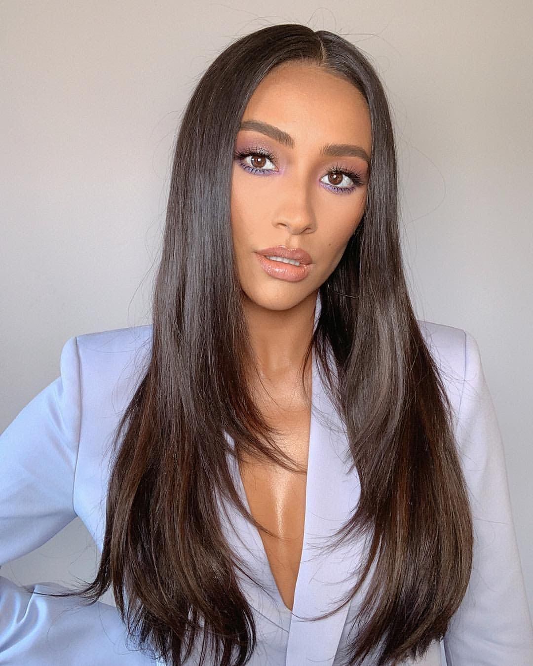 Everything We Know About Shay Mitchell S Parents Thenetline In 2020 Hair Styles Hair Haircuts For Long Hair