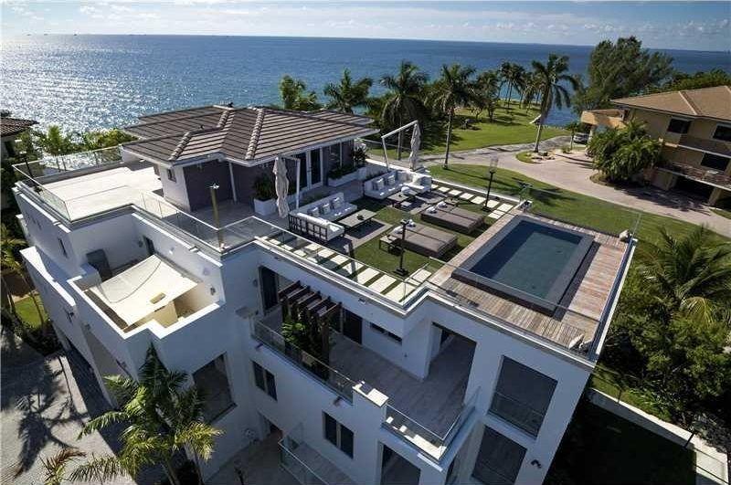 Best Ultra Modern Spec Home With Blue Water Views Asks 17 5M 400 x 300