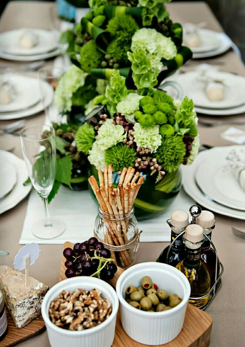 Tischdeko Italienisch Green Floral Arrangements Swoon Party In 2019 Table
