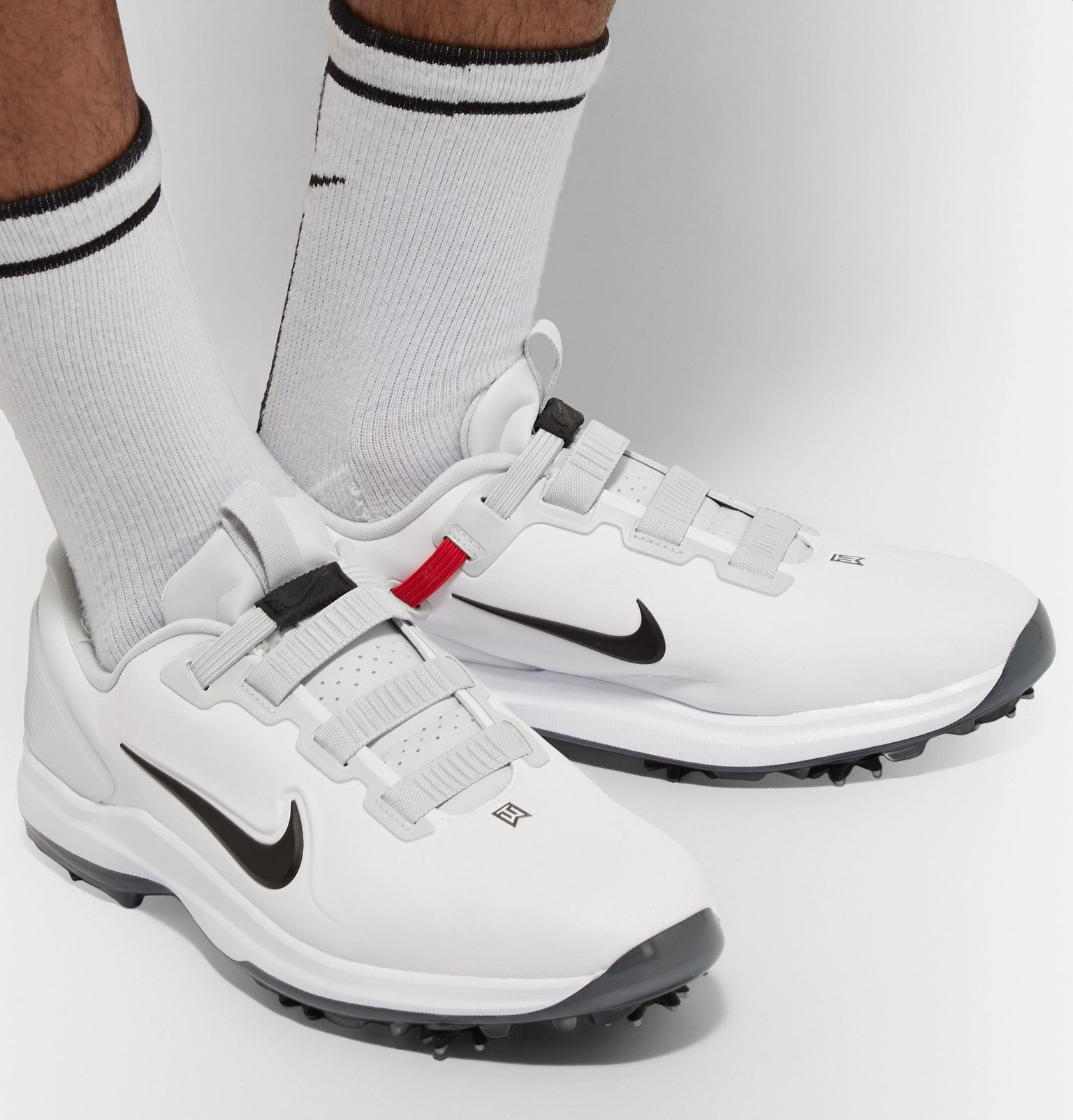 nike tiger golf shoes