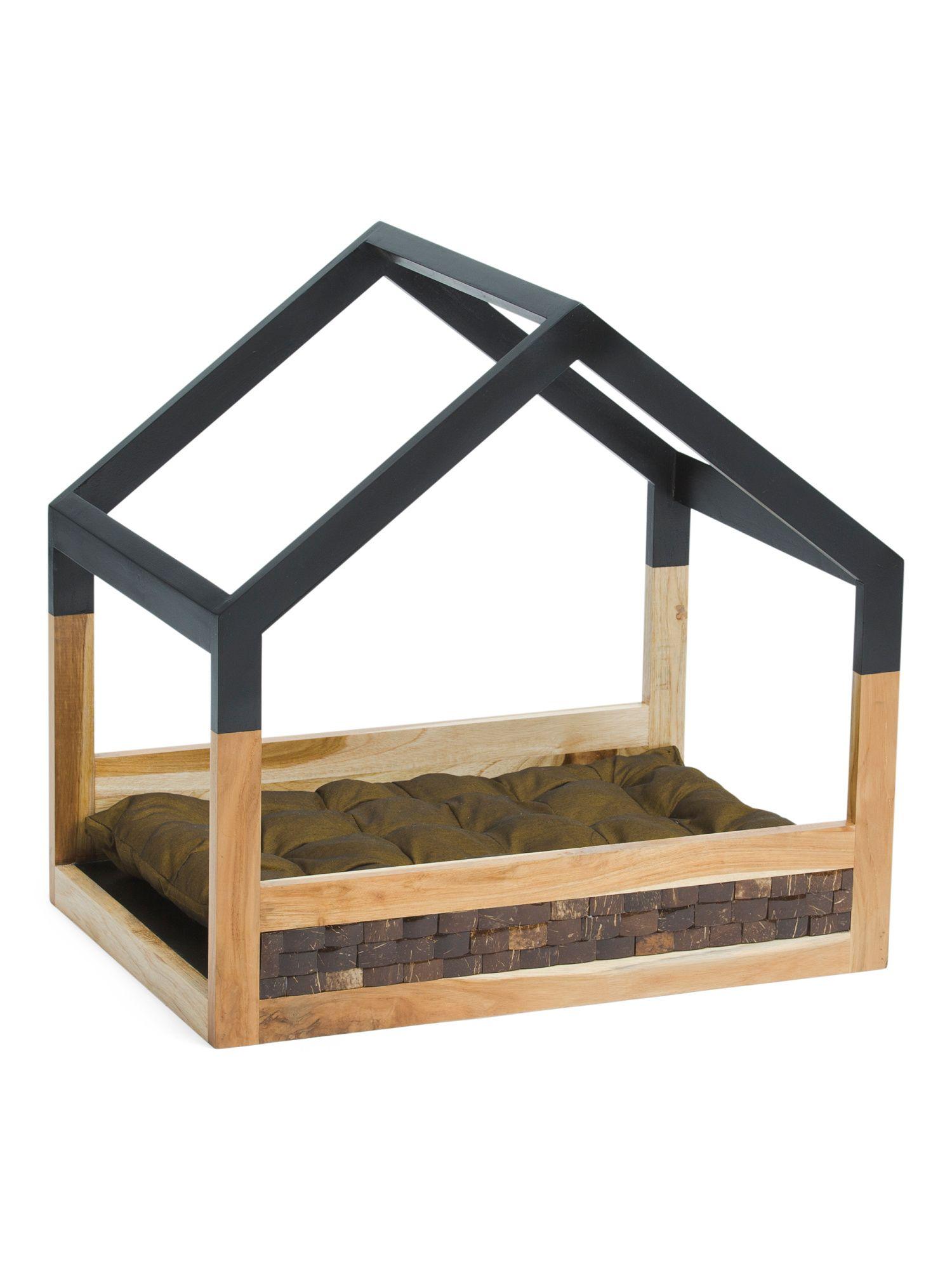 Outdoor Wooden Pet Bed Stuffed animal storage, Pet beds