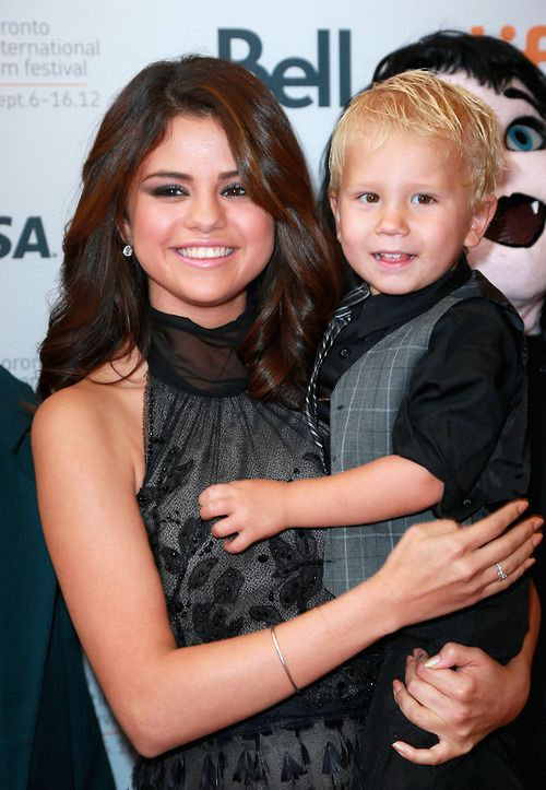 Selena Gomez And Jaxon Bieber With Images Selena Gomez Little