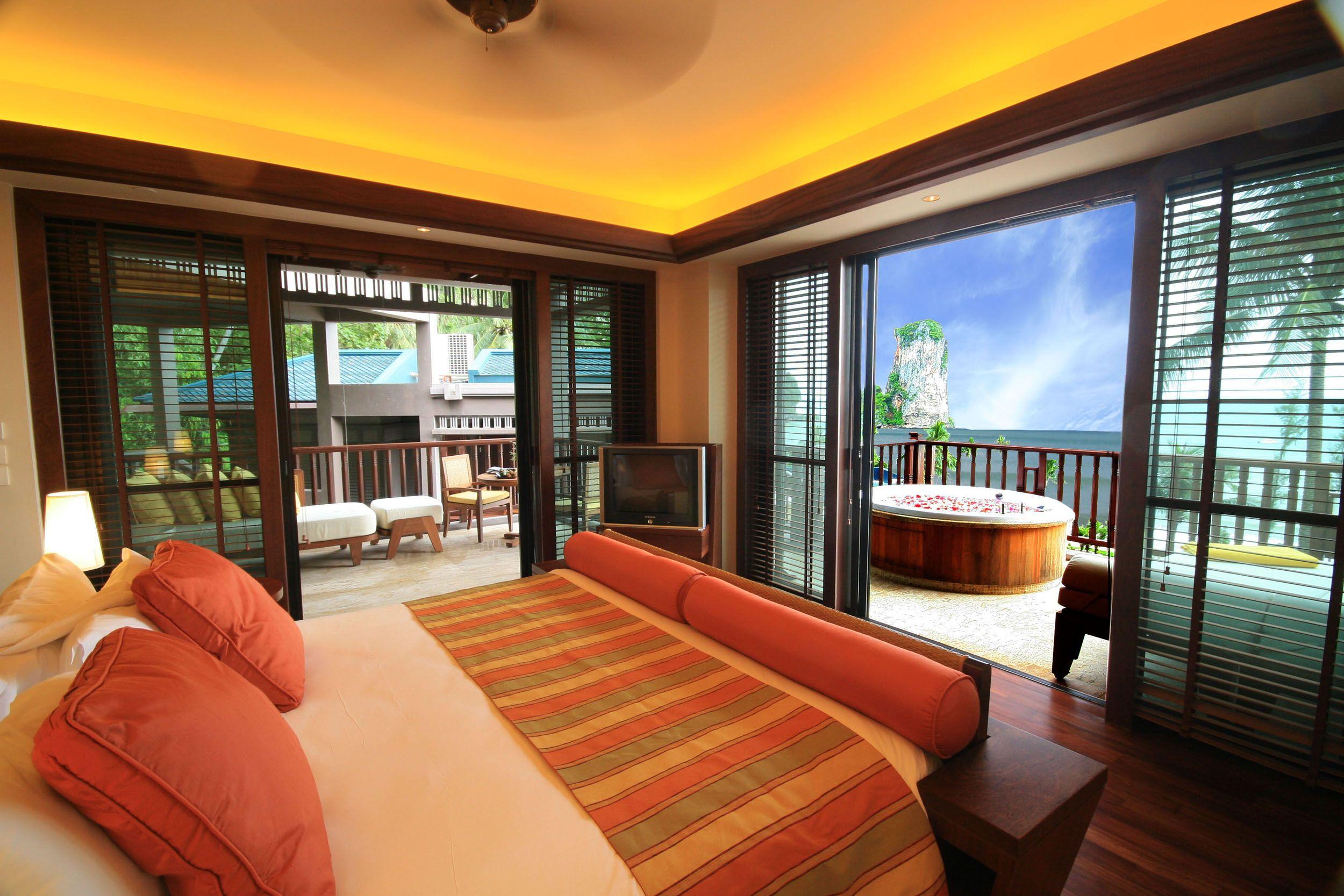 Dat is nog eens lekker wakker worden met zo'n uitzicht! Dit hotel vind je in Krabi, Thailand.