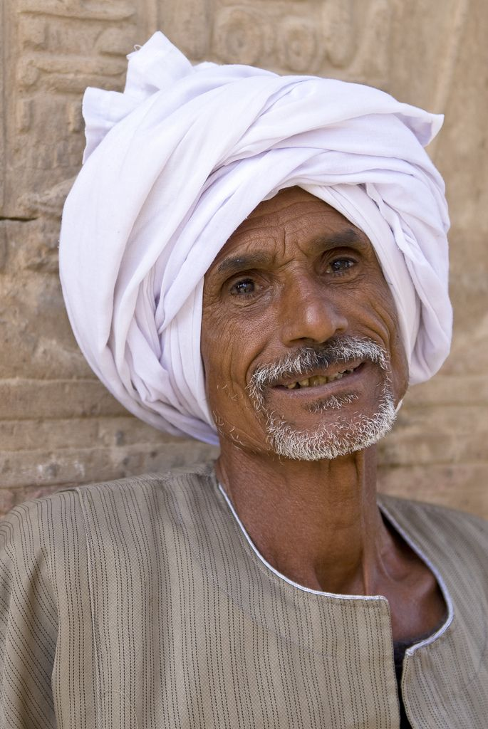Egyptian Man at the Kom Ombo Temple (With images) | Modern