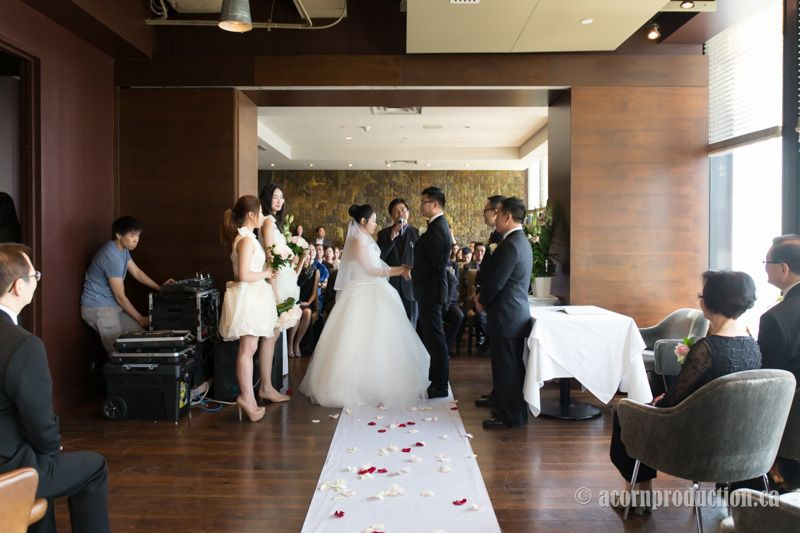 Toronto Wedding Photographer Doented S J At The Canoe Restaurant On A Laid Back Sunday Afternoon