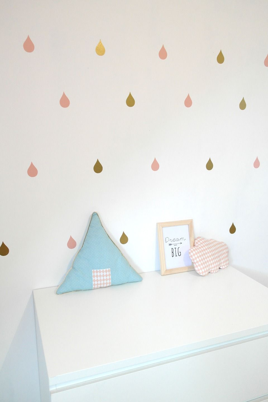 les stickers gouttes de pluie dor s et roses pour une d co de chambre tendance coloris au. Black Bedroom Furniture Sets. Home Design Ideas
