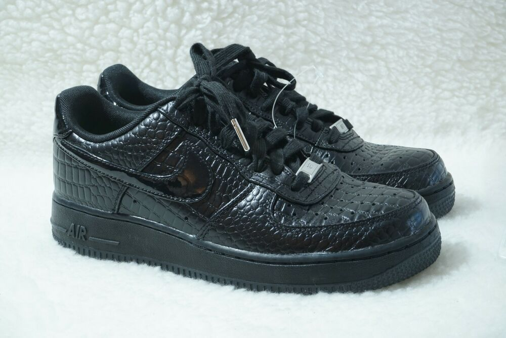 22b0c43cff128 Nike Womens Black Croc Air Force 1 07 PRM Black Metallic Silver NWOB ...