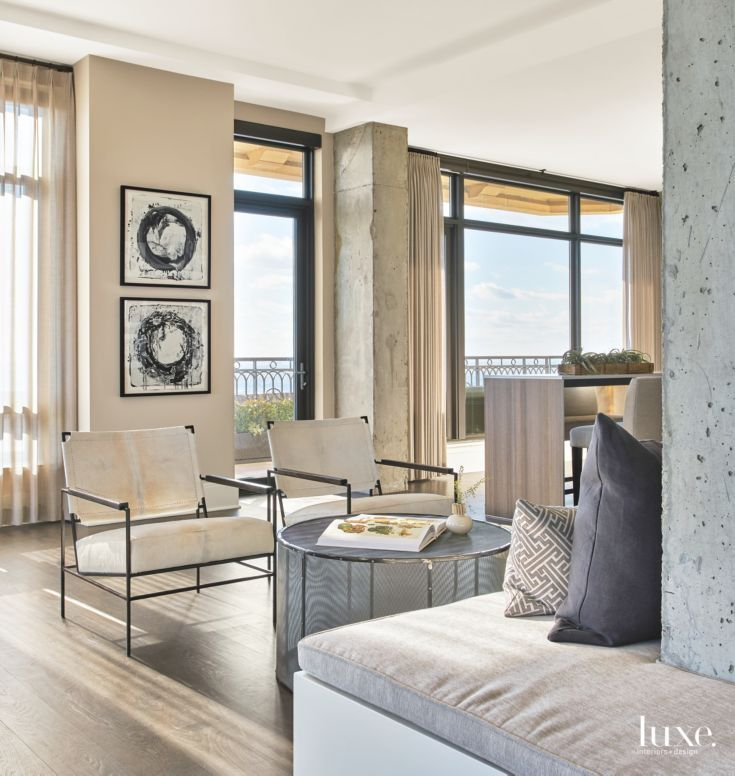 Studio Apartments In Chicago: Sociable Sitting Area In Contemporary Chicago Apartment