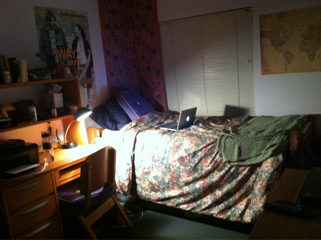 University Of San Francisco Dorm Room With Seasonal Halloween Decorations Submitted By Lifeinwanderlust Thanks With Images Dream Dorm Room Girls Dorm Room Dorm Design