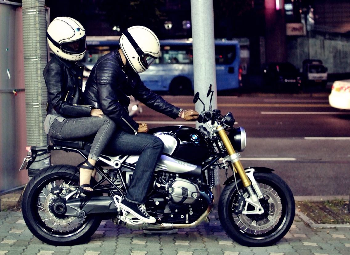 Bmw R Nine T With Ruby Castel Helmet Couple Blognaver Ychanmee 220137062894
