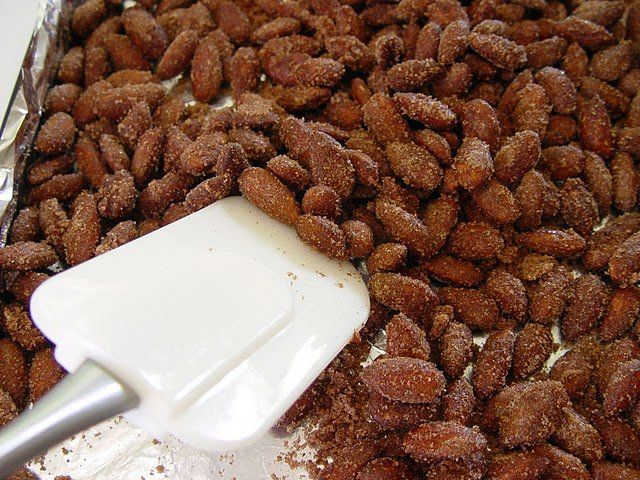 Sugared Cinnamon Almonds...pecans would be ahhhhmazzzing..... Just saying....