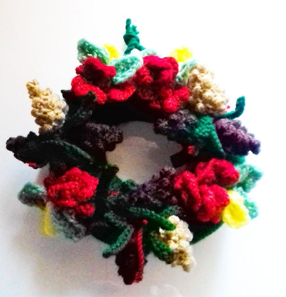 Christmas woodland wreath | Knitting patterns, Simple christmas and ...