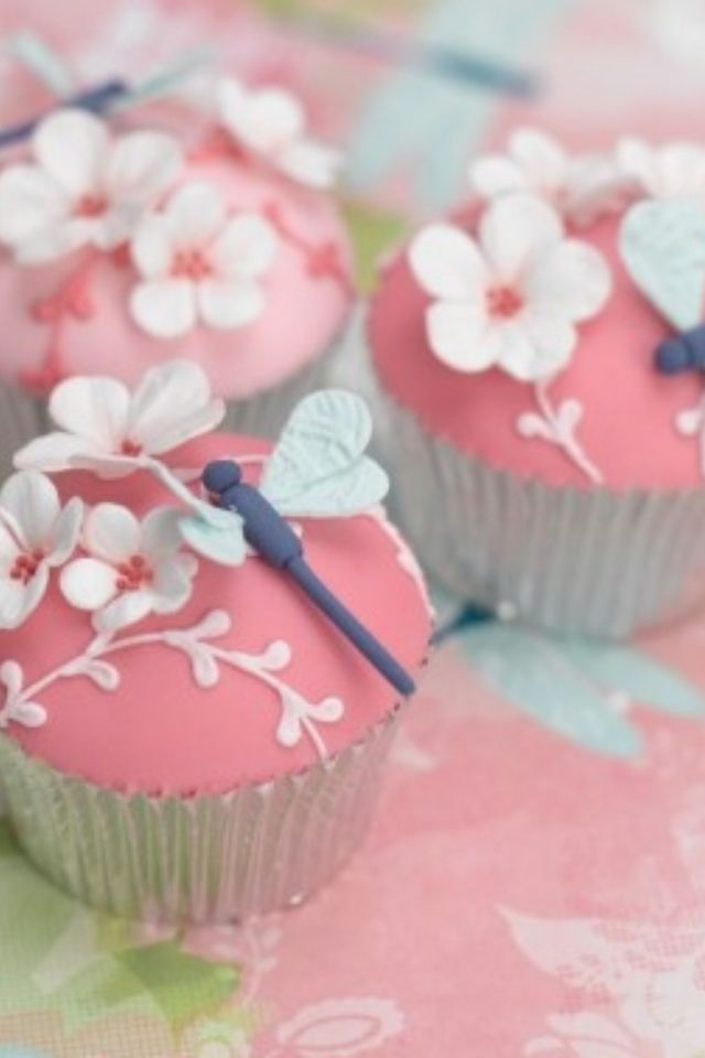 So pretty and yummy looking! http://www.facebook.com/photo.php?fbid=536250323084885=a.146930352016886.26111.107767792599809=1