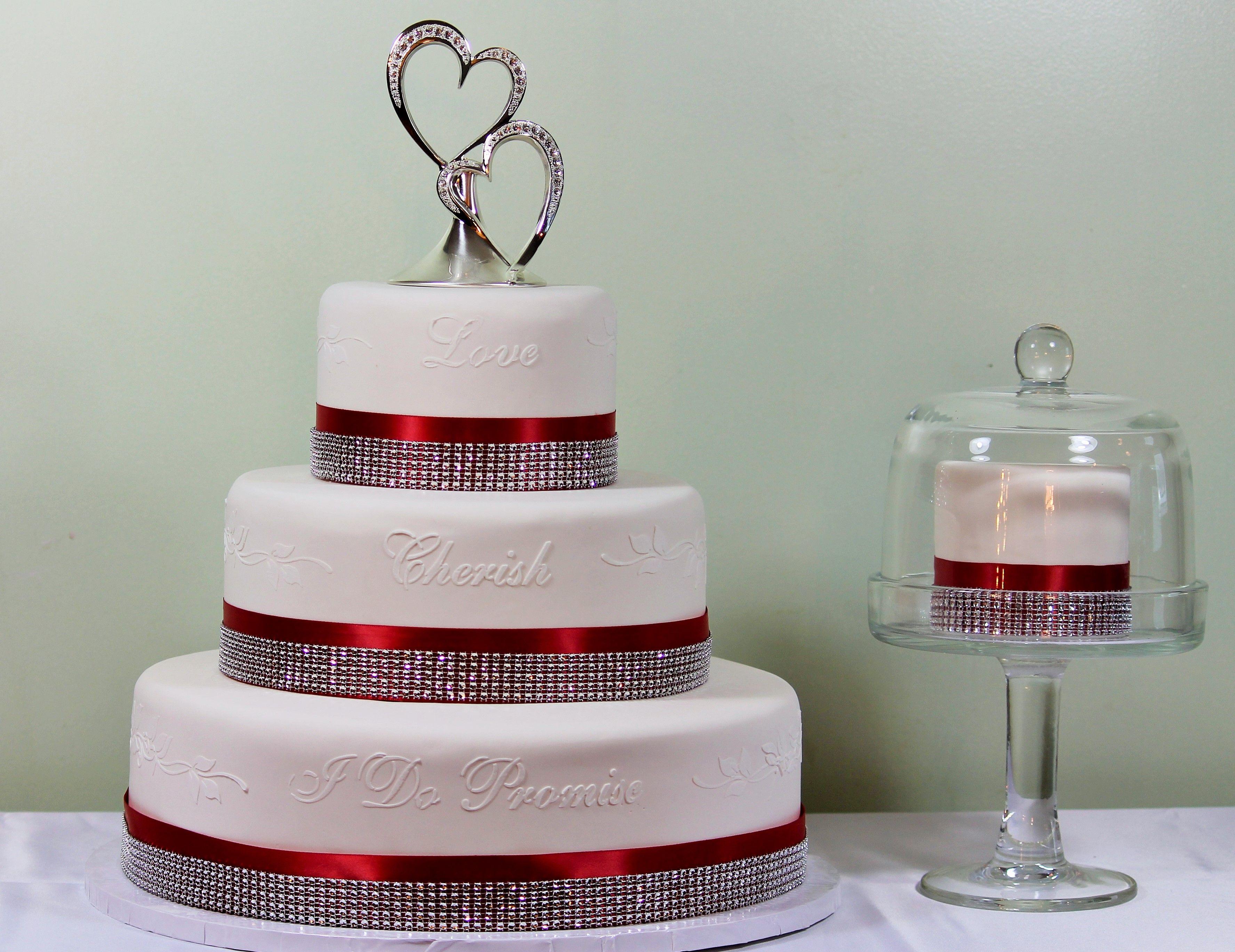 This fake wedding cake rental has a \