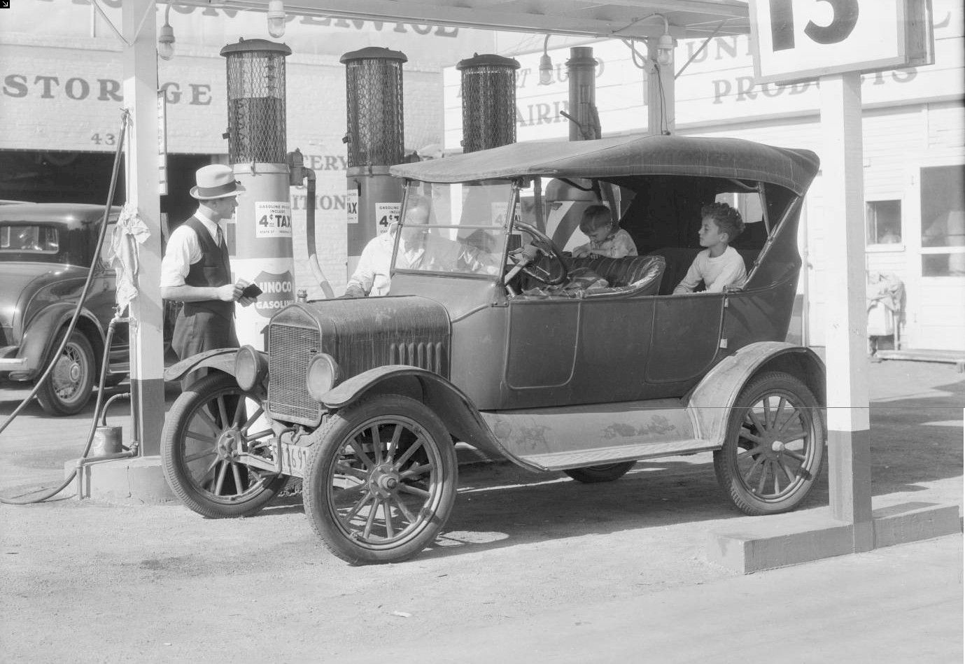 Union Oil Co. CA. 1920\'s | Vintage Gas Stations | Pinterest | Gas ...