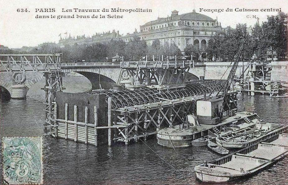 Paris Les travaux du Metropolitain Foncage du caisson