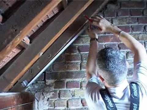 Isoler Facilement La Sous Toiture Avec Des Panneaux De Polystyrene Bricolage Avec Robert Youtube Isolation Combles Combles Isolation Toiture