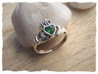 Das irische Symbol für Freundschaft und Liebe: Der Claddagh-Ring