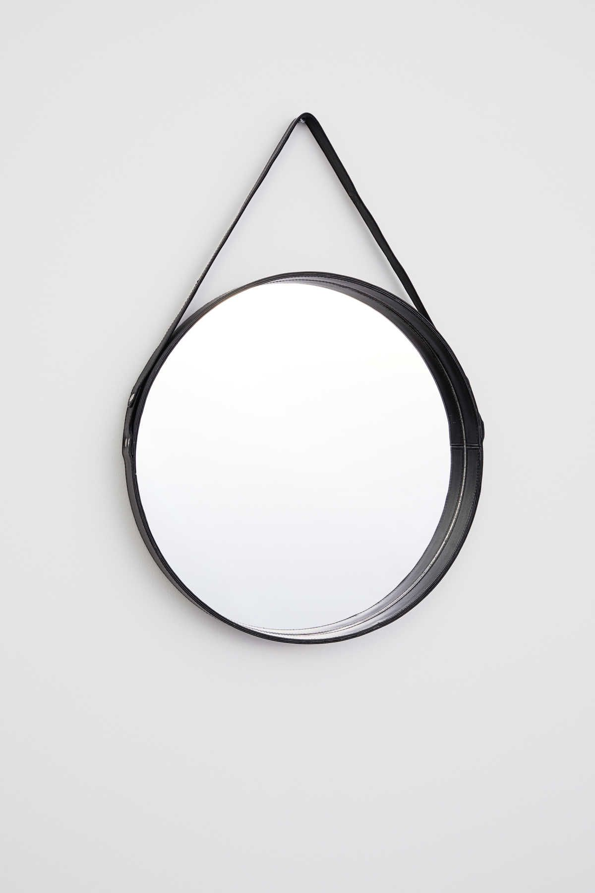 Black Large Round Mirror With A Leather Frame Loop At Back For Hanging Screws Not Included Diamete Leather Mirror Round Mirror Bathroom Black Round Mirror