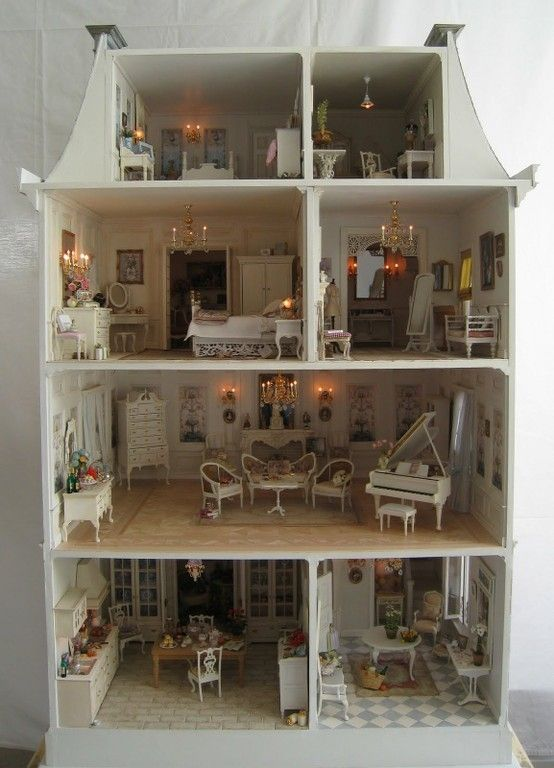 groot wit poppenhuis.