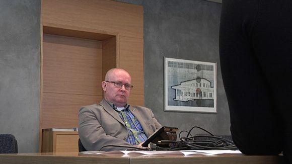 Jari Lindström kuvailee ammatin vaihtoaan paperitehtaalta ministeriksi tähtitieelliseksi loikaksi.