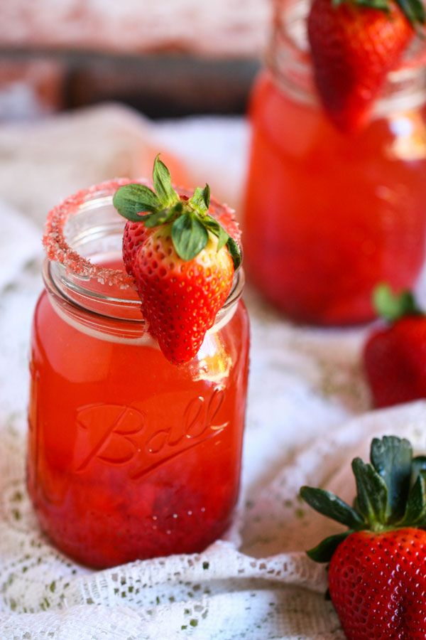 Fruity Strawberry Margarita, recipe via Fresh Tastes (pbs) #drink #cocktail #tequila