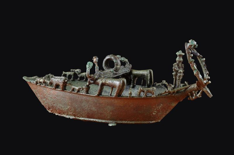 7th C. BCE  bronze model of a fully loaded Ship. Model boats found in Etruscan tombs, or dedicated to Hera likely imports from Sardinia made by Phoencians.  Evidence that Etruscan's engaged in vast trade networks.  National Archaeological Museum, Florence