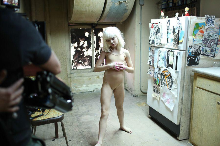 Sia_Chandelier_Maddie_Ziegler_Behind_the_Scenes_6828 | Make Up ...