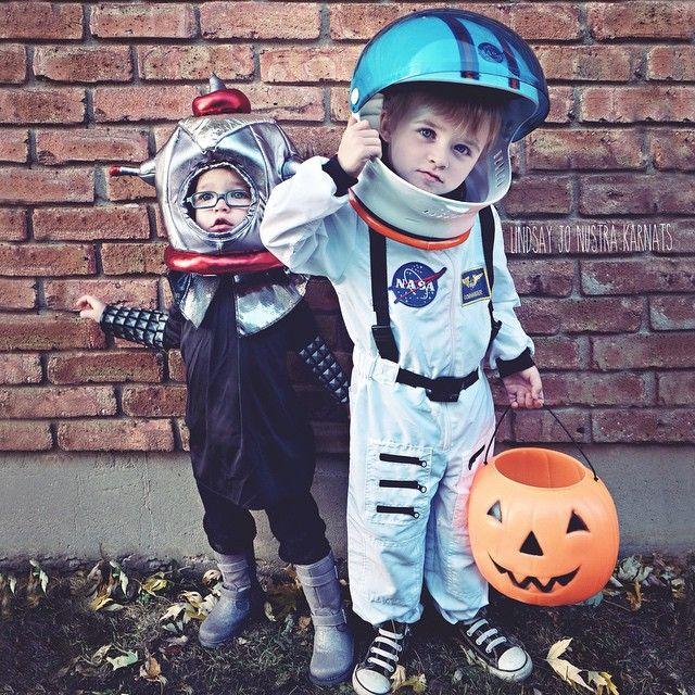 Kids Halloween costume siblings astronaut alien toddler photography - halloween costume ideas 2016 kids