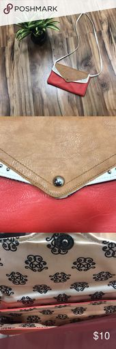 Photo of Women's cross body purse Excellent condition. Snap closure. Perfect for summer…