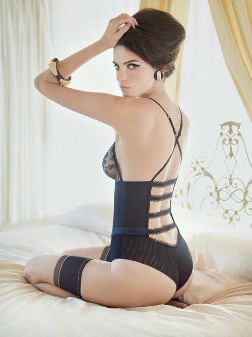 Девушки в постели фото в белье, порно онлайн монахиня
