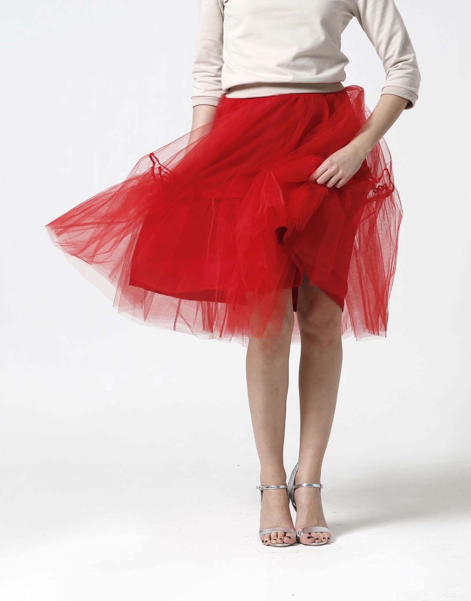 a86ea4db2c5e Tylová sukňa Midi červená s volánmi.
