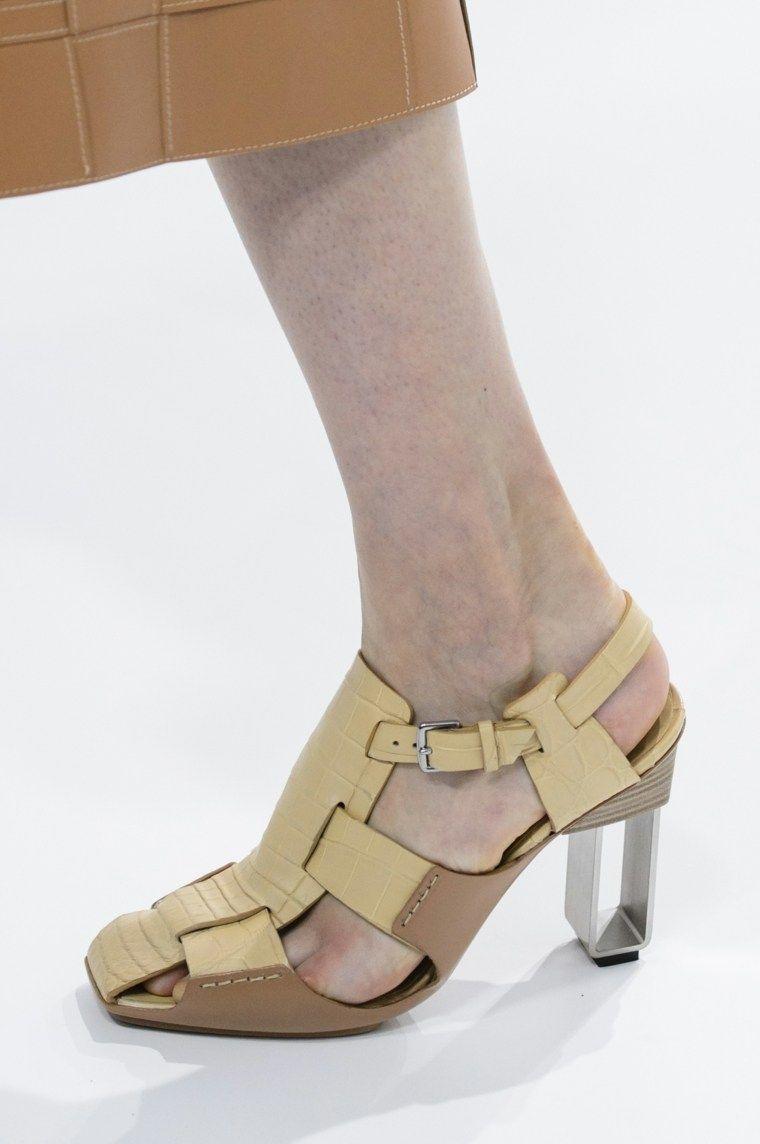686667ded Sandalias  secretos sobre cómo llevarlas este verano  rozaduras  tendencias   evitarrozaduras  calzado