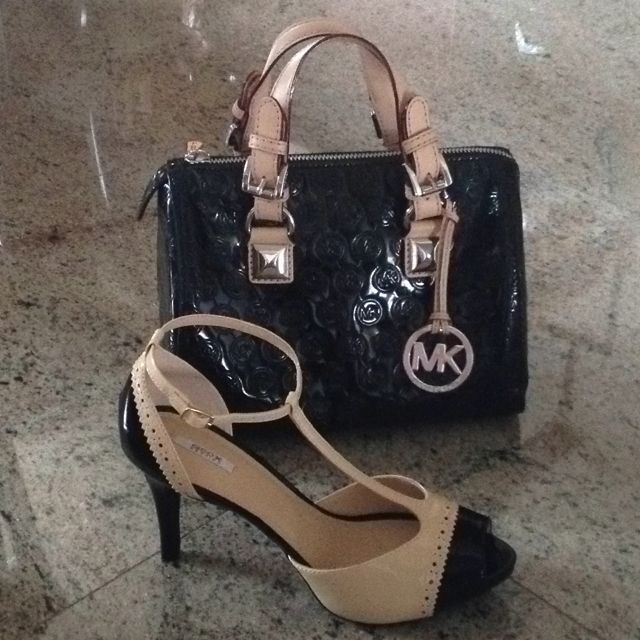 caridad cortar yeso  Michael Kors purse and Geox retro pumps. Ready for a night out! | Carteras,  Accesorios, Bolsos