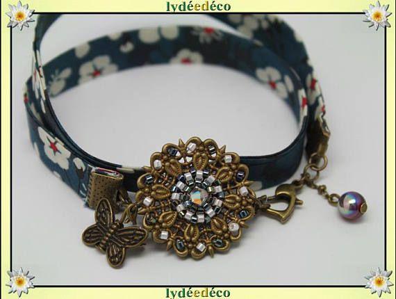 Bracelet champetre estampe fleurs liberty rouge bleu vert blanc perles de verre et laiton bronze