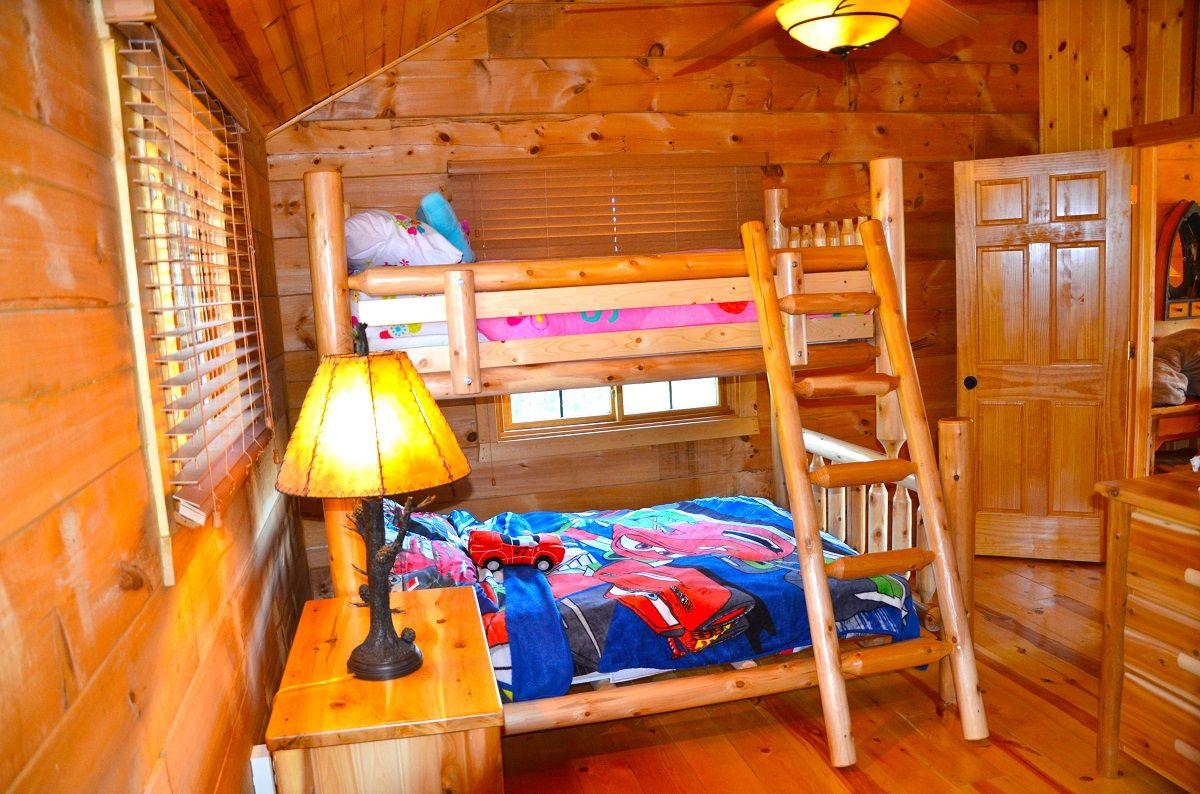 Moose Lodge 5 Bedroom Log Cabin Iowa Cabin Rentals Moose Lodge Lodge Bed